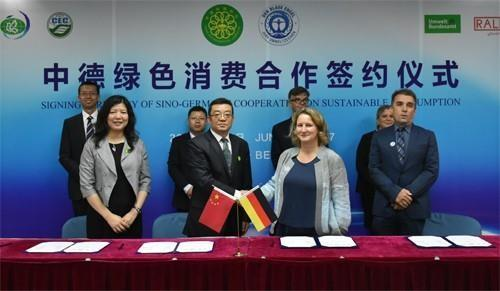 The letter of intent on green consumption cooperation between China and Germany is signed in Beijing